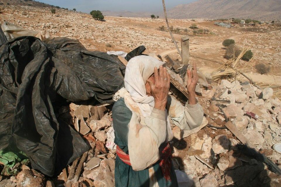 الاحتلال يخطر 18 عائلة في الأغوار الشمالية بإخلاء مساكنها غدا