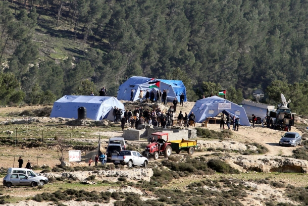 قوات الاحتلال تقتحم قرية باب الكرامة وتعتقل 9 نشطاء