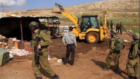 الاحتلال يشرد ثماني عائلات بعد هدم مساكنها شرق بيت فوريك ويهدم أكثر من عشرين بركسا وخيمة في الأغوار