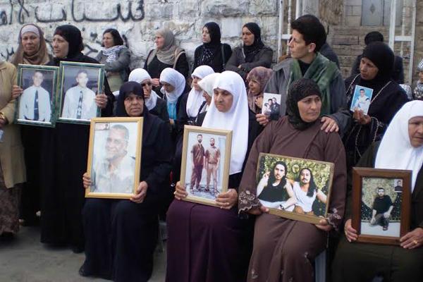 الأسرى يهددون بإضراب سياسي مساند لجهود القيادة الفلسطينية