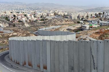 «حقوق المواطن» العليا  طلبت لطرح خطة لحل مشكلة المياه المتفاقمة في الأحياء  خلف جدار الفصل في القدس