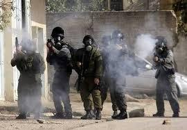 الخليل: إصابة طلاب بالاختناق بعد إطلاق قوات الاحتلال قنابل غاز على مدرسة