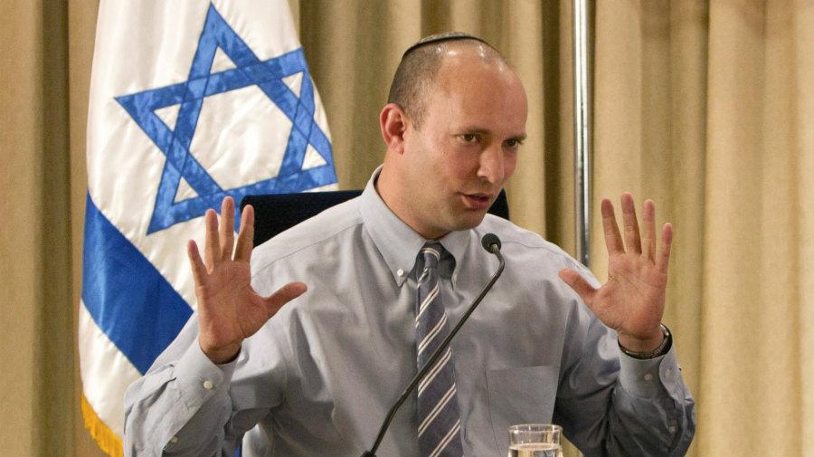 بينيت: إسرائيل تجهز دعوى قضائية  ضد أبو مازن في محكمة لاهاي