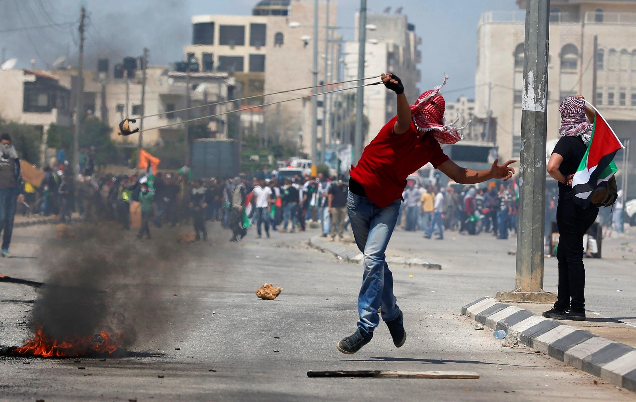«هآرتس» تحذر من اندلاع انتفاضة وترى أن خيارات إسرائيل محدودة