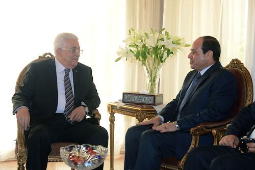 ابو مازن يجتمع مع المشير السيسي ويشيد بدور مصر في دعم القضية