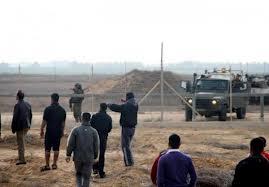 اصابات في صفوف المدنيين والمسعفين الفلسطينيين بقنابل الغاز ورصاص الاحتلال شرق غزة