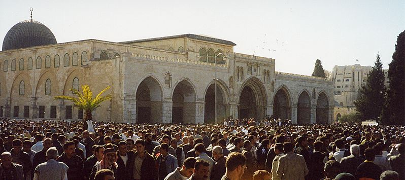 حماس تدعو إلى النفير العام وشد الرحال للأقصى يومي 14.4 و20.4