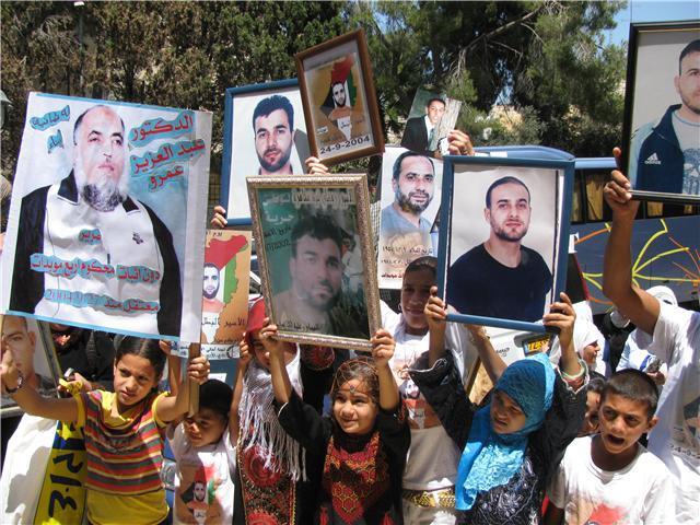لجنة أهالي أسرى القدس: الاحتلال يحول ملف الأسرى القدامى إلى ملف إبتزاز