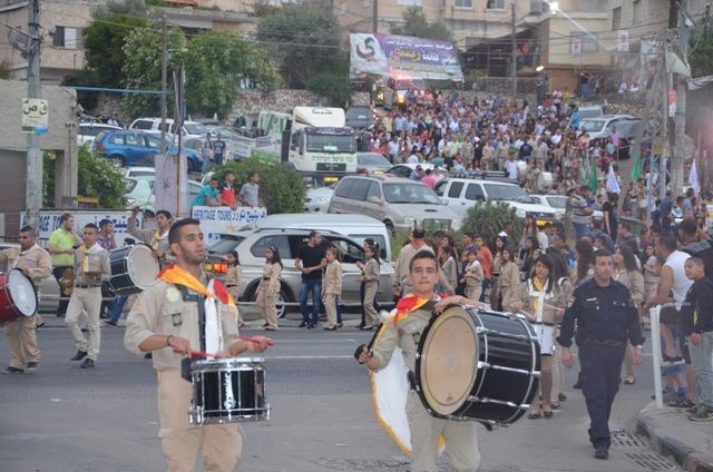 مسيرة سبت النور في بلدة الرينة بمشاركة المئات من اهالي البلدة