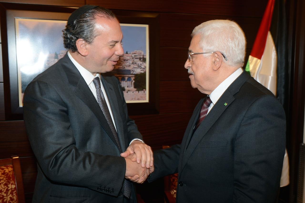 «هآرتس»: عباس سيصدر بيانا يعزي فيه اليهود بضحايا المحرقة