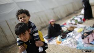 الأوبزيرفر: الفلسطينيون في اليرموك يفرون من الوحشية