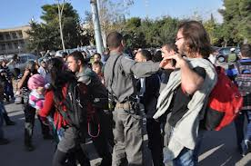 """حملة """"لن أخدم جيشكم"""" تدين اعتداءات الأمن على طلاب الجامعات"""