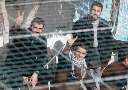 20 اسيرا يبدأون غدا إضرابا مفتوحا في سجن «عوفر»