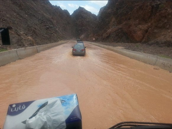 طابا: مئات العالقين بسبب الفيضانات والسيول