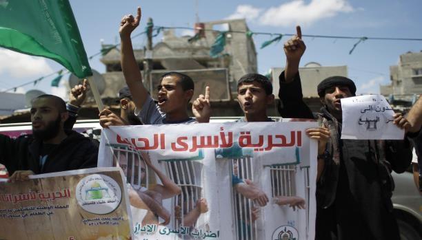 إضراب الأسرى: تحذيرات من سقوط شهداء والإعلان عن حملة دولية لنصرتهم