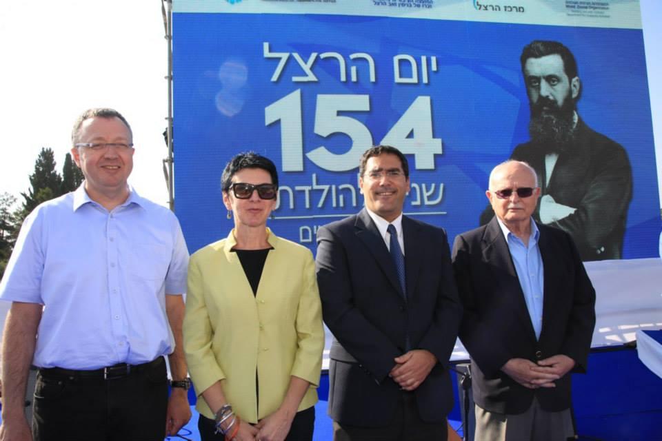 متطوعو «الخدمة المدنية» عربا ويهودا يحتفلون بميلاد منظر الصهيونية هرتسل