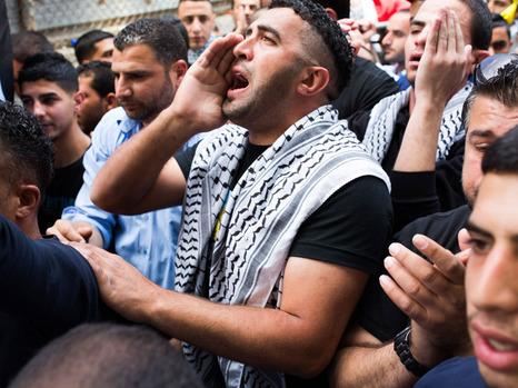 """أجهزة الأمن الفلسطينية تعيد إسرائيليين هاجمهما فلسطينيون قرب """"عوفر"""""""