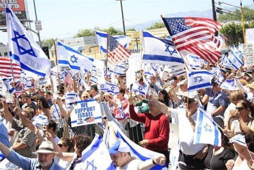 """""""اتساع الشرخ في وسط يهود الولايات المتحدة بما يضعف اليمين الإسرائيلي"""""""