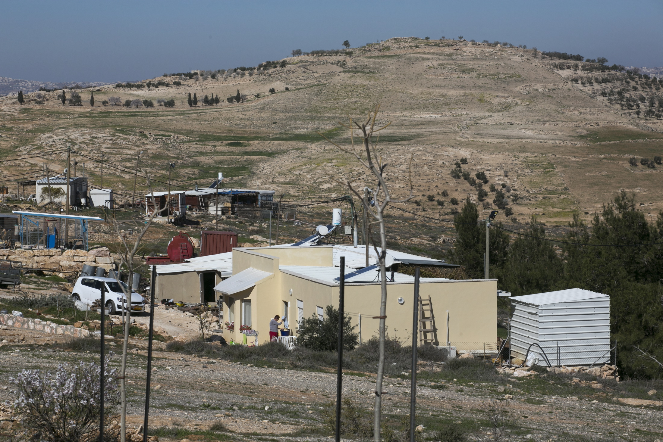 اسرائيل تسعى لشرعنة بؤرة استيطانية في منطقة هدمت فيها قرى فلسطينية لأنها عسكرية
