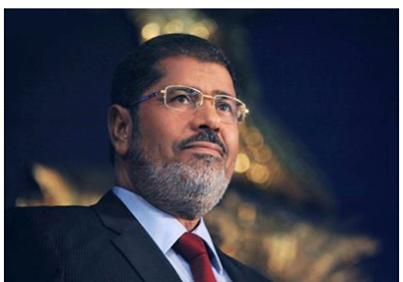 مرسي يصف الانتخابات بالمسرحية ويطالب بالاستمرار بالثورة السلمية