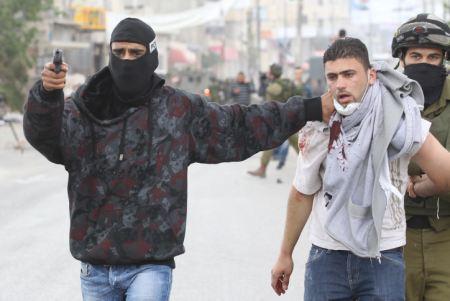 إصابات واعتقالات في مواجهات عنيفة بين الاحتلال وشبان فلسطينيين على حاجز قلنديا