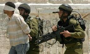قوات الاحتلال تعتقل عشرات الفلسطينيين
