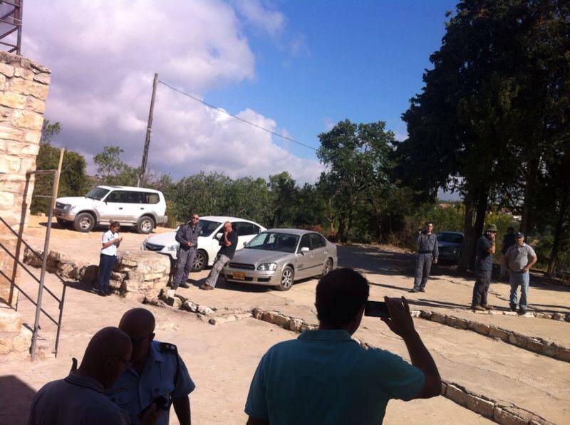 """قوات الشرطة و""""دائرة أراضي إسرائيل"""" تداهم كفر برعم"""
