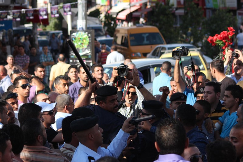 الشعبية تطالب بمحاسبة أجهزة الأمن الفلسطينية لاعتدائها على وقفة تضامن مع الأسرى