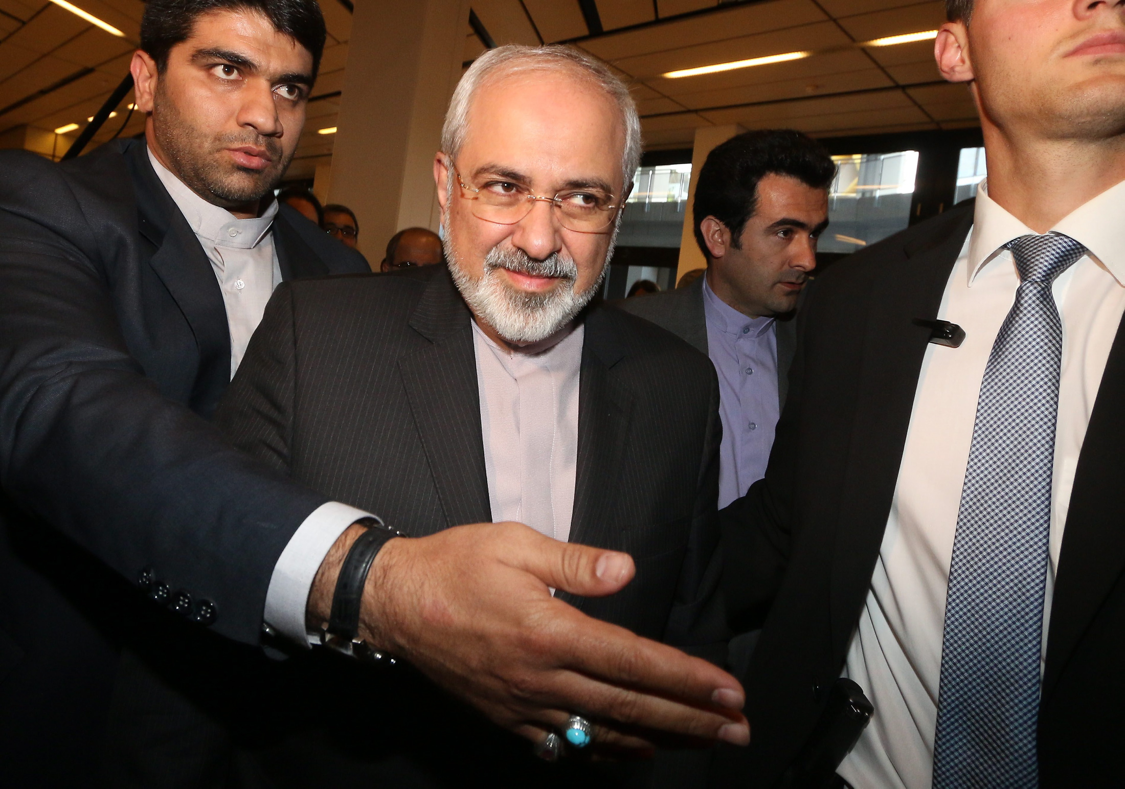 إسرائيل قلقة من تراخي الولايات المتحدة وتضغط على الدول الكبرى لإبداء تشدد في المحادثات مع إيران