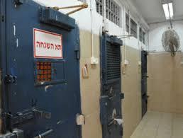 الشاباك يخفي حجم ظاهرة منع معتقلين من لقاء محامين