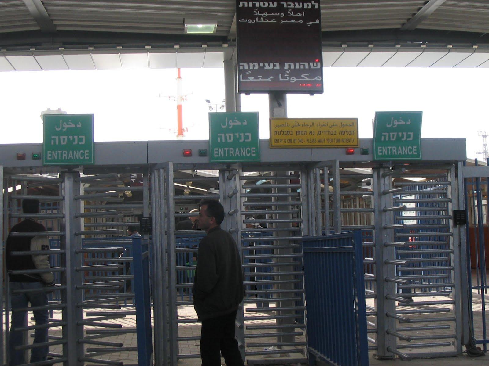 «حقوق المواطن»  تطالب بحل مشكلة الاكتظاظ عند حواجز القدس والضفة