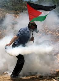 إصابة عشرات الفلسطينيين بالرصاص الحي والمطاطي بمواجهات