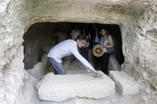 التنقيب عن الآثار في الأراضي الفلسطينية المحتلة نضال يومي لعلماء الآثار