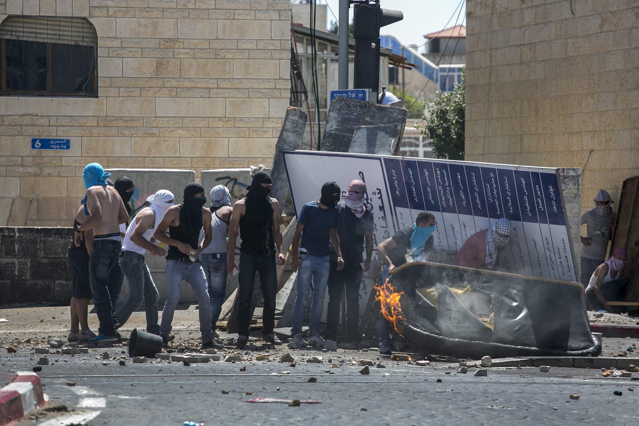 """""""حالة إجماع قومي في إسرائيل في التماثل مع اليمين"""""""