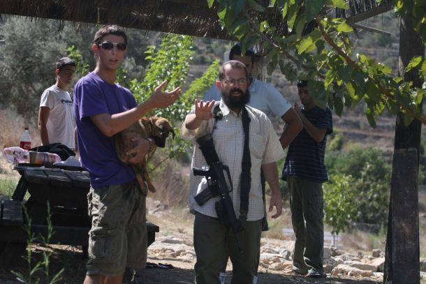 اعتداءات المستوطنين تتواصل: نجاة طفل من عصابة مستوطنين جنوب بيت لحم