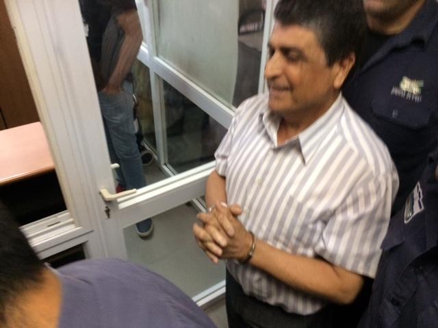 المحكمة تفرج عن رجا إغبارية وتبقيه بالاعتقال المنزلي لأسبوع