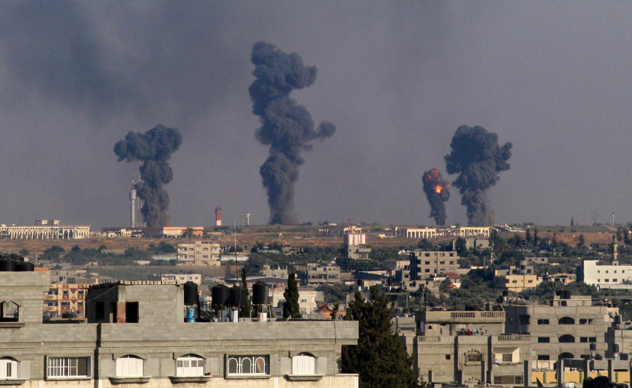 """إسرائيل تطلق على عدوانها """"الصخرة الصلبة""""؛ 17 إصابة بغارات إسرائيلية على غزة"""