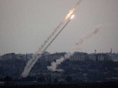 النقب: إصابة فتاتين من اللقية بشظايا صاروخ