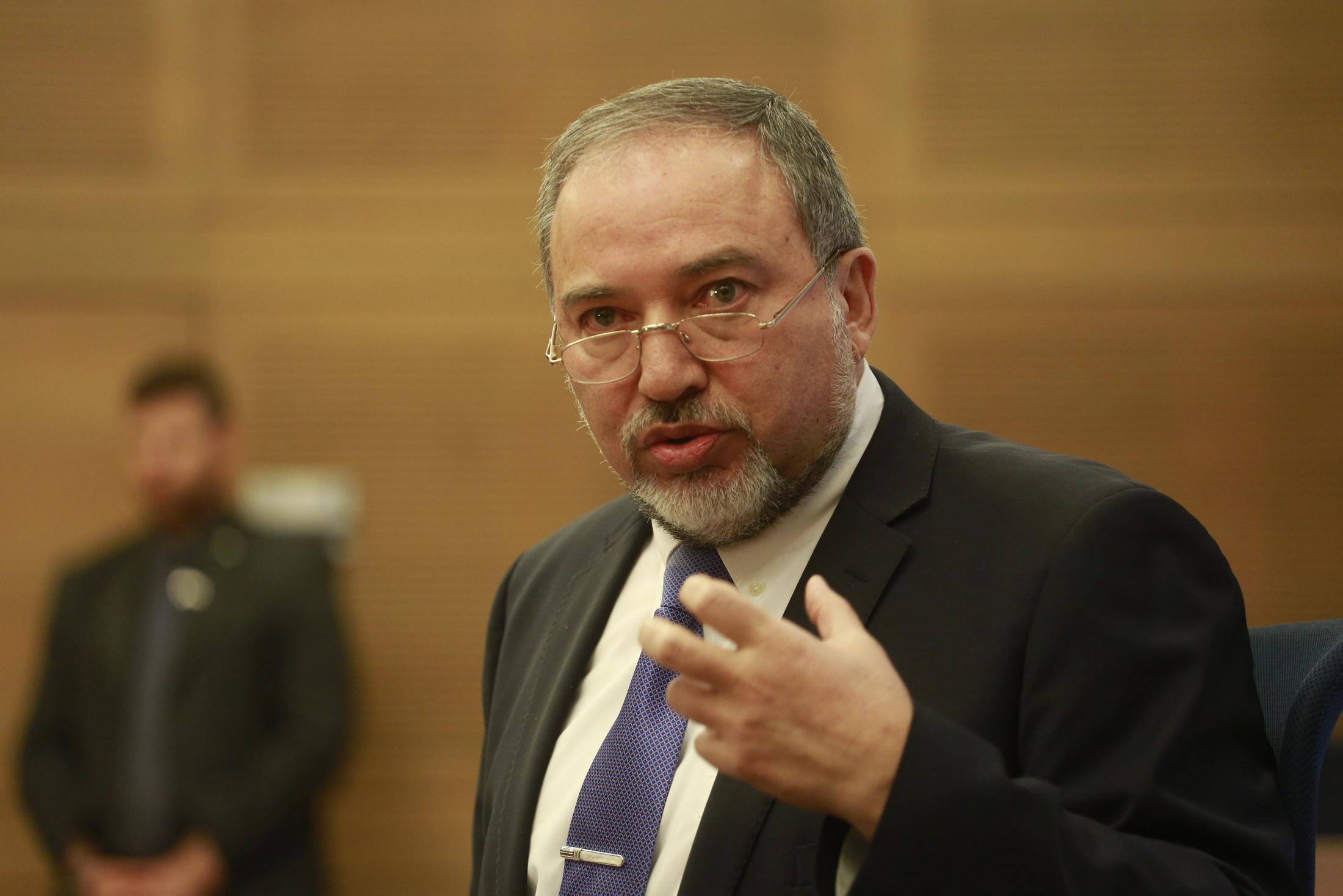 ليبرمان يدعو إلى مقاطعة المصالح التجارية العربية المشاركة في الإضراب العام