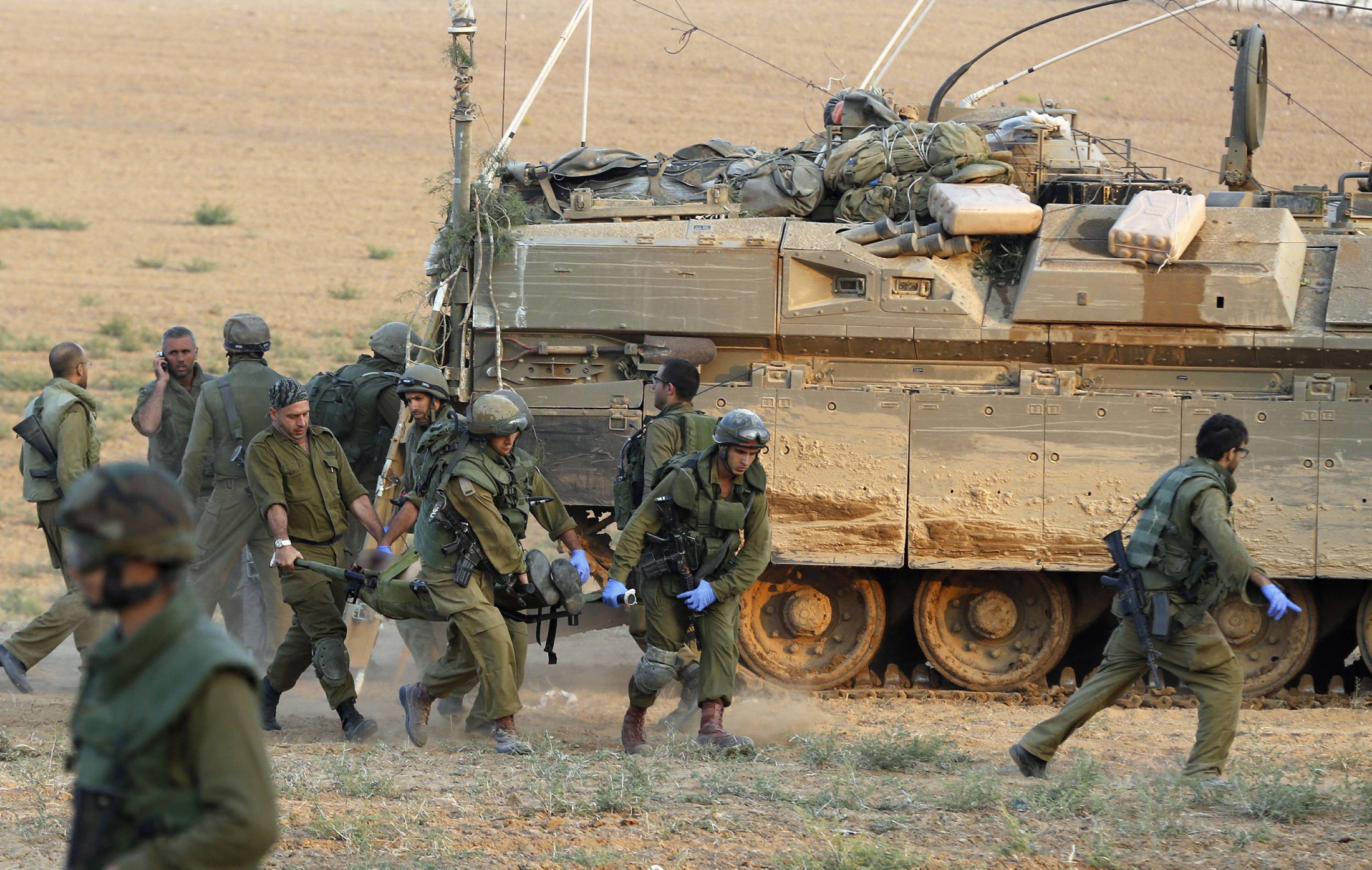 جيش الاحتلال لم يتعرف بعد على هوية جندي قتل في عملية تفجير المدرعة
