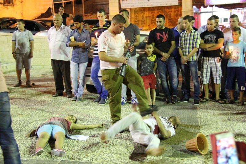 ديرحنا: وقفة تضامنية وإضاءة شموع على أرواح الشهداء في غزة