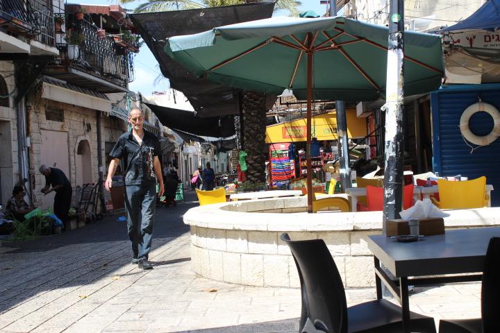 وادي النسناس في حيفا: حركة تجارية ضعيفة بانتظار المتسوقين العرب