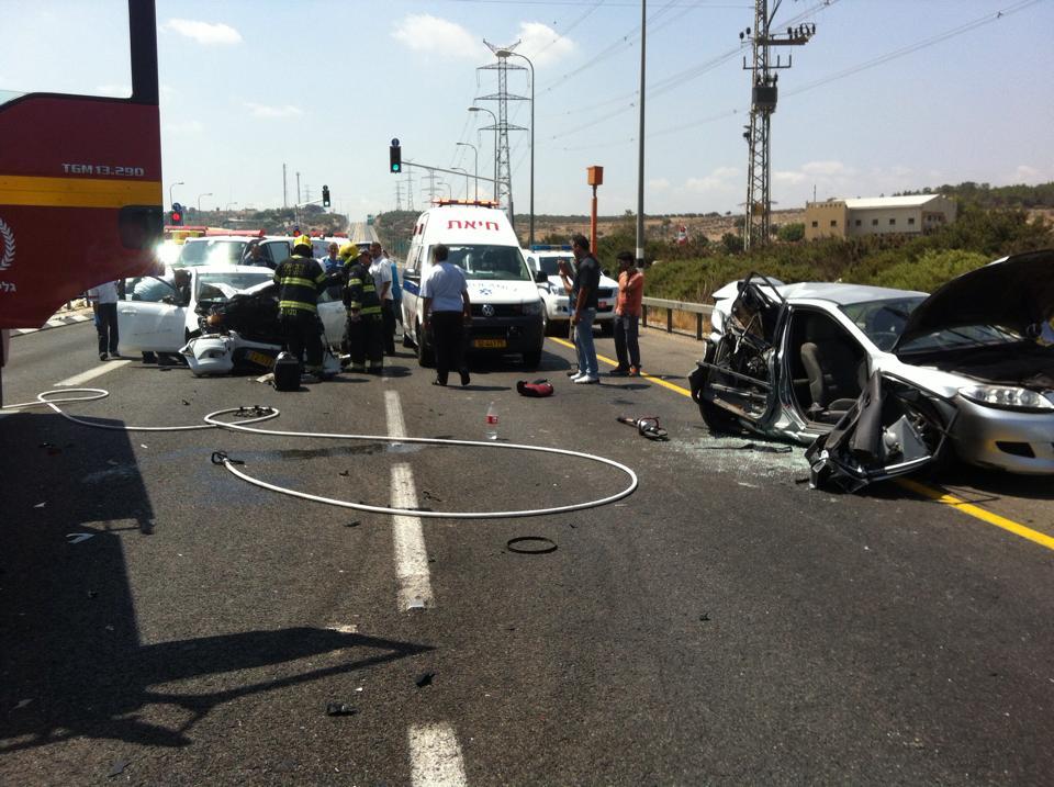 15 جريحا في حادث طرق بين ثلاث سيارات قرب عبلين