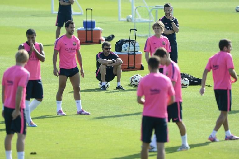 الفيفا تمنع برشلونة من التعاقد مع لاعبين جدد حتى 2016