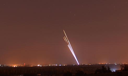 هجمة صاروخية تستهدف عسقلان واسدود ومحيط غزة