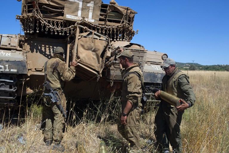 إصابة ضابط إسرائيلي جراء القتال في القنيطرة وإسرائيل ترد بقصف مدفعي