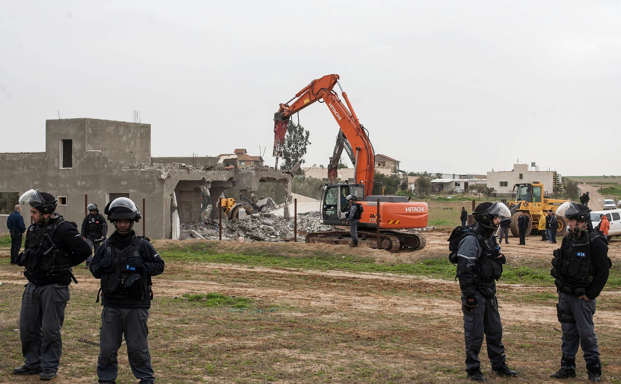 إسرائيل تواصل مخطط التهجير وهدم المنازل العربية بالنقب