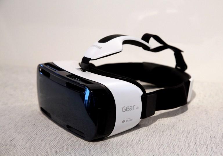 وأخيرا سامسونج تعلن عن خوذة الواقع الإفتراضي Gear VR