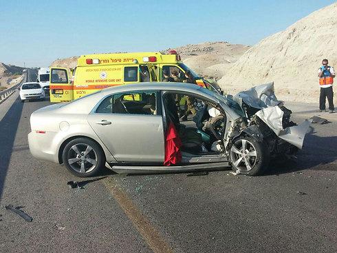 بينهم عرب: مصرع شخص وإصابة 3 في حادث طرق في الأغوار