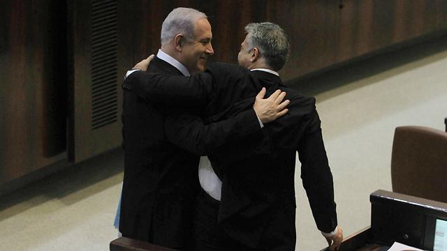 """رئيس كتلة """"يش عتيد"""": أداء نتانياهو يدفع إلى الانتخابات"""